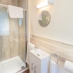 TrustyS Bathroom 4