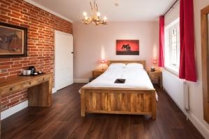 TrustyS Bedroom 2